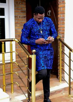 Hello here are some lovely senator wears for the real men. These senator wears come in different styles and designs just to give you that fresh look. African Wear Styles For Men, African Shirts For Men, African Dresses Men, Ankara Styles For Men, African Attire For Men, African Clothing For Men, Nigerian Men Fashion, Indian Men Fashion, Mens Fashion Wear