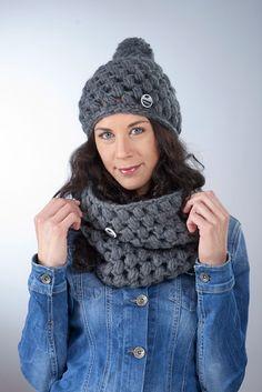 """Loop Schal """"Marla"""" ● grau von Knitti Wollsachen auf DaWanda.com"""