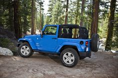 The Rock Lobster color exterior of the two-door Jeep Wrangler Slim features full doors and a hard top. Description from topspeed.com