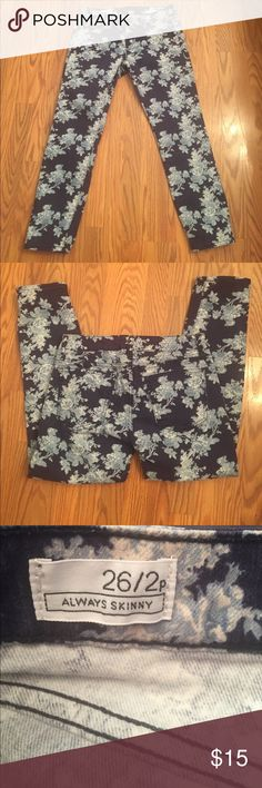 "Gap floral jeans Gap always skinny blue floral cropped jeans, inseam 24"" rise 7"" GAP Jeans Ankle & Cropped"