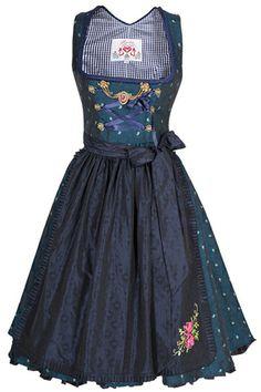 #Farbbberatung #Stilberatung #Farbenreich mit www.farben-reich.com Trentini Dirndl Josefine dark blue Wirkes Trachtenshop
