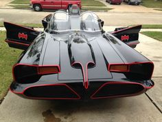 My neighbor just completed his Batmobile after 9 years of work Batman Batmobile, Batman 1966, Original Batmobile, Superman, Batman Tv Show, Mejores Series Tv, Old Tv Shows, Unique Cars, Amazing Cars
