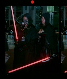 [Photographer] NYC Comic Con 3D stereoscopic gifs shot on 35mm film. #cosplay http://ift.tt/1EO3Y0Y