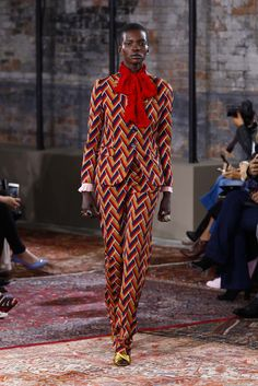 Gucci - Resort 2016 - Look 17 of 62?url=http://www.style.com/slideshows/fashion-shows/resort-2016/gucci/collection/17
