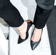 Blankens Italian made pump in black grain leather. Available in size 35-42