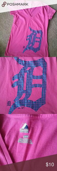 Women's Detroit Tigers tshirt Majestic hot pink Tigers v-neck. Medium I'd say it fits like a small. Like new! majestic Tops Tees - Short Sleeve