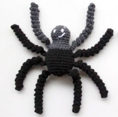 Free Crochet Patterns for Halloween Spiders! Crochet these awesome creepy crawlies for yourself or as a scary Halloween present for your friends! Easter Crochet, Cute Crochet, Crochet Crafts, Crochet Projects, Halloween Crochet Patterns, Crochet Toys Patterns, Amigurumi Patterns, Crochet Doll Clothes, Crochet Dolls