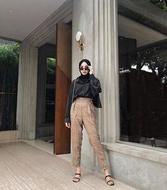 Modern Hijab Fashion, Street Hijab Fashion, Hijab Fashion Inspiration, Muslim Fashion, Ootd Fashion, Korean Fashion, Fashion Outfits, New Hijab, Hijab Trends