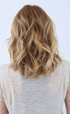 makeup and hair Hairstyles diy and tutorial for all hair lengths 077 Mid Length Hair With Layers, Shoulder Length Layered Hair, Loose Curls Medium Length Hair, Hair Styles 2016, Medium Hair Styles, Curly Hair Styles, Long Curly Hair, Wavy Hair, Curly Short