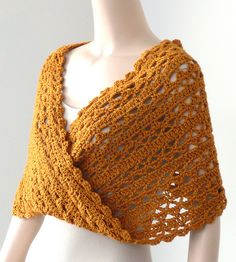 The New Crochet Cowl Scarves: The Transitional Mobius Cowl According to Doris Chan. I am going to try this pattern!Tunisian Crochet Lace: New HabitsChal a crochetCrochet wrap could make from knit fabricCrochet wrap i gotta me myself one of these. Knit Or Crochet, Crochet Scarves, Crochet Crafts, Crochet Clothes, Crochet Granny, Single Crochet, Ravelry Crochet, Tunisian Crochet Patterns, Crochet Stitches