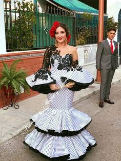 Insertado Dance Dresses, Sexy Dresses, Flamenco Dresses, Prom Dresses, Beautiful Gowns, Beautiful Outfits, Dinner Gowns, Spain Fashion, African Fashion Dresses