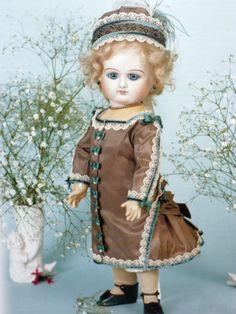 Puppen-Schnittmuster-Puppenkleid-fuer-50-cm-gr-franzoesische-Puppe-Bru-Jumeau