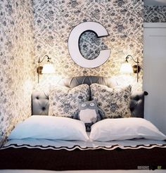 У изголовья кровати