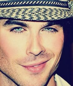 Wow..the crooked smile..his piercing blue eyes!! Gorgeous !! ♥♥♥