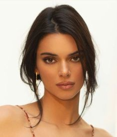 Image in Kendall Jenner collection by ellie on We Heart It Maquillage Kendall Jenner, Cejas Kendall Jenner, Kendall Jenner Icons, Kendall Jenner Makeup, Kendall Jenner Outfits, Kendall And Kylie, Kendal Jenner Hair, Kendall Jenner Hairstyles, Kendall Jenner Modeling