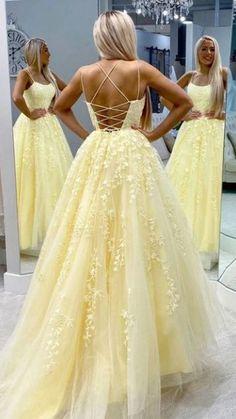 Stunning Prom Dresses, Cute Prom Dresses, Ball Dresses, Beautiful Gowns, Yellow Prom Dresses, School Dance Dresses, Dance Outfits, Short Lace Bridesmaid Dresses, Wedding Dresses