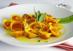 Casoncelli de beterraba, massa fresca recheada de ricotta e beterraba ao molho de manteiga, salvia e sementes de papoula, uma das opções do restaurante Piselli (Foto: Divulgação)