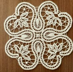 This Pin was discovered by Ayş Crochet Stitches Patterns, Crochet Chart, Lace Patterns, Lace Embroidery, Hand Embroidery Designs, Embroidery Stitches, Crochet Doilies, Crochet Lace, Crochet Unique