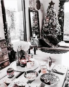 Trendy and Cozy White Holiday Decorating Ideas Get inspired with these trendy holiday decorating ideas and turn your home into a winter wonderland. You'll love these classy Christmas decorations. Classy Christmas, Christmas Mood, Noel Christmas, All Things Christmas, Christmas Ideas, White Christmas Snow, Christmas Tumblr, Hygge Christmas, Winter Things