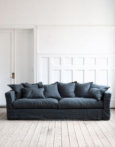 Tips That Help You Get The Best Leather Sofa Deal. Leather sofas and leather couch sets are available in a diversity of colors and styles. A leather couch is the ideal way to improve a space's design and th Blue Living Room Decor, Living Room White, White Rooms, Living Room Colors, New Living Room, Living Room Furniture, Sofa Furniture, Furniture Market, Space Furniture