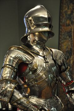 Cuirassier armor of Duke Siegmund of Tyrol, by Lorenz Helmschmid, Augsburg, 1484. An Imperial gift on the occasion of the Duke's marriage to Katherine of Saxony.