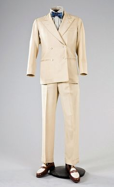 An incredibly smart linen summer suit that was originally owned by the Duke of Windsor, made by H. Harris, 1941.