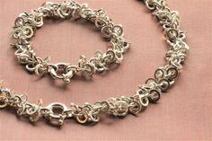 Thune. Gedigent smykkesett, halskjede og armbånd, i sterling sølv.