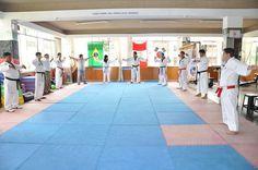 Todo instructor de artes marciales, entrenador deportivo, docente de Educación Física y otras ramas de la actividad física; ha trabajado el calentamiento.