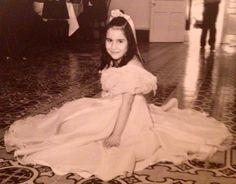 Laura mi hija - boda de Maria del Milagro - me acuerdo cuando le hice este vestidito.