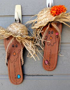 Scarecrow Flip Flops - The Keeper of the Cheerios Scarecrow Hat, Halloween Art Projects, Stained Glass Birds, Fall Decor, Holiday Decor, Upcycling Ideas, Scarecrows, Fall Crafts For Kids, Primitive Christmas