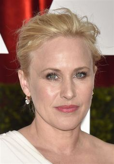 Academy Awards 2015: The Best Supporting Actress winner, Patricia Arquette, in a pair of classic gold and diamond drop earrings from Fred Leighton. Photo: Jennifer Graylock