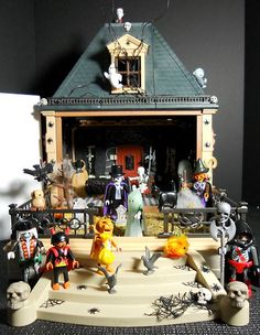 Playmobil Victorian Mansion Halloween Trick or Treaters Custom Witch, Dracula Scary Halloween, Fall Halloween, Halloween Party, Lego Zombies, Mini Doll House, Halloween Tutorial, Lego House, Heart For Kids, Childhood Toys