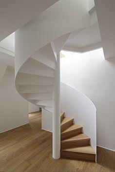 Spiral staircase in Stuttgart 1 Spiral staircase in Stuttgart 1 Interior Staircase, Interior Exterior, Home Interior Design, Interior Architecture, Spiral Stairs Design, Railing Design, Staircase Design, Escalier Art, Round Stairs