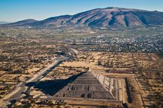 Teotihuacan desde el aire by Diego Villegas  Ok, so the place we live and work IS kind of cool......  ;)