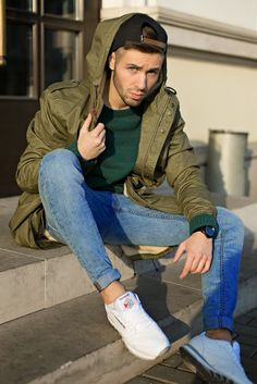 How to Wear a Dark Green Sweater For Men looks & outfits) Rebel Fashion, Urban Fashion, Fashion Looks, Style Fashion, Fashion Check, Mode Outfits, Fashion Outfits, Fashion Trends, Urban Outfits
