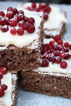 Lingonberry Gingerbread Squares / Scandinavian Food / Good taste / Find Lumikki on https://www.facebook.com/Lumikki.design