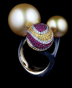 Jewellery Theatre: Jewellery Bionics Ring,18K yellow gold.  141 diamonds 0,74 ct, 139 yellow sapphires 1,11 ct, 164 rubbies 1,13 ct, gold pearl 17,5 mm, gold pearl 11,5 mm.