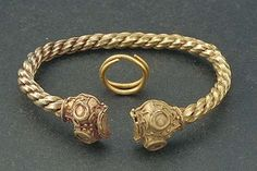 gold bracelet or arm-ring from Östergötland (Historiska Museet)