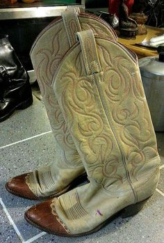 Vintage Dan Post cowboy boots   2-tone leather Cream with brown toe.   Used but still good condition  US ladies size 7 1/2    Weird Stuff Antiques  www.WeirdStuffAntiques.com  1703 W. 9th St.  Kansas City, MO 64101  816-868-6206 call or text  Friday - Sunday : 11am - 5pm  other times by appointment    eBay store : weirdstuffantiques | Shop this product here: http://spreesy.com/weirdstuffantiques/36 | Shop all of our products at http://spreesy.com/weirdstuffantiques    | Pinterest selling…