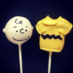 His head is on a stick lol Brownie Pops, Cookie Pops, Oreo Pops, Snoopy Birthday, Baby Birthday, Birthday Ideas, Childrens Baking, Snoopy Cake, Pumpkin Cake Pops