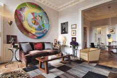 Appartement au Palais-Royal/Dans un appartement au Palais-Royal, le décorateur Jacques Grange a joué d'une simplification des lignes, d'une palette sobre et lumineuse, pour mettre en valeur la gaieté des tons des oeuvres d'art.