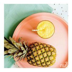 Wir stehen total auf Ananas, denn die sonnig-gelbe Powerfrucht hat einen hohen Wasseranteil, ist eine wertvolle Vitanim-C-Quelle und sorgt ganz nebenbei auch noch für beste Sommerlaune!