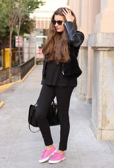 cute outfits to wear with sneakers (3)