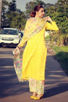 Anupreet Sidhu a fashion designer from Chandigarh in fabulous printed and yellow plaza suit with parallel shirt and and printed dupatta with yellow footwears Pakistani Dresses, Indian Dresses, Indian Outfits, Kurta Designs Women, Blouse Designs, Dress Designs, Punjabi Fashion, Indian Fashion, Indian Attire