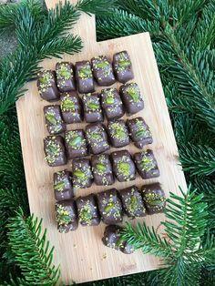 Christmas Candy, Christmas Cookies, Asparagus, Tapas, Cupcake, December, Seasons, Chocolate, Vegetables