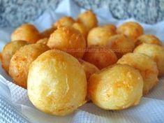 Bulete de cascaval Potluck Appetizers, Bread Dough Recipe, Hungarian Recipes, Hungarian Food, Romanian Recipes, Good Food, Yummy Food, Romanian Food, Mediterranean Recipes