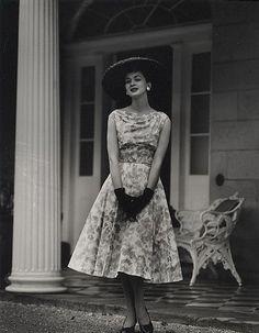 1950s floral dress fashion.