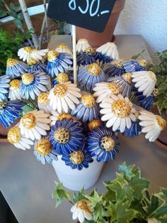 One year of work by the elders of Israel. ceramic flowers planted in the Israel museum in Tel Aviv. Hand Built Pottery, Slab Pottery, Ceramic Pottery, Ceramic Flowers, Clay Flowers, Paper Flowers, Clay Art Projects, Ceramics Projects, Diy Clay
