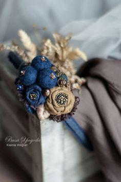 Beaded Jewelry Patterns, Textile Jewelry, Fabric Jewelry, Jewellery, Felt Brooch, Beaded Brooch, Fabric Flower Brooch, Fabric Flowers, Bead Crafts