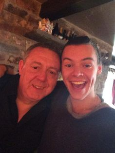 Harry having lunch with his dad  awwwww